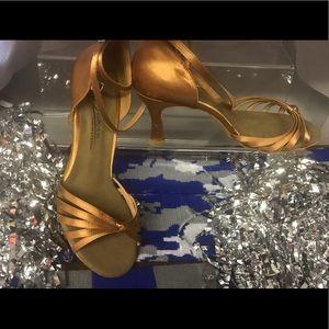 NWOT Doneine brand size 9 classy heels